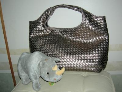 イントレチャートデザインのバッグ