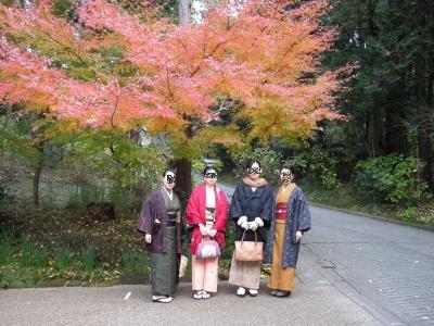 紅葉の下で記念撮影
