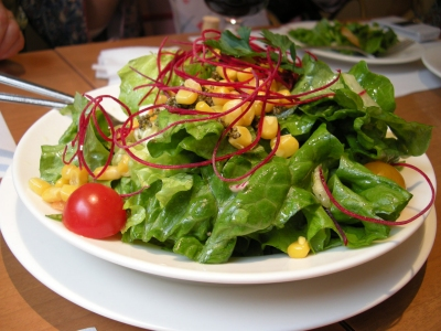 山盛りの「欲望のサラダ」