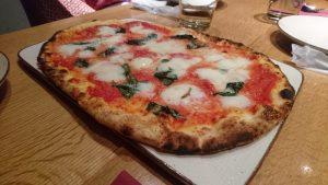 モッツァレラチーズたっぷりのマルゲリータ